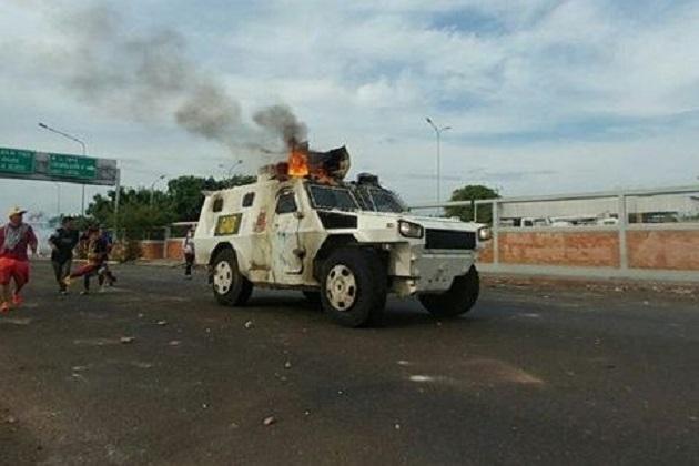 Queman tanqueta de la GNB en Amparo – DiarioRepublica.com