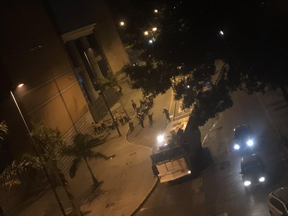 Reportan fuerte represión de la GNB en La Candelaria (fotos+videos)