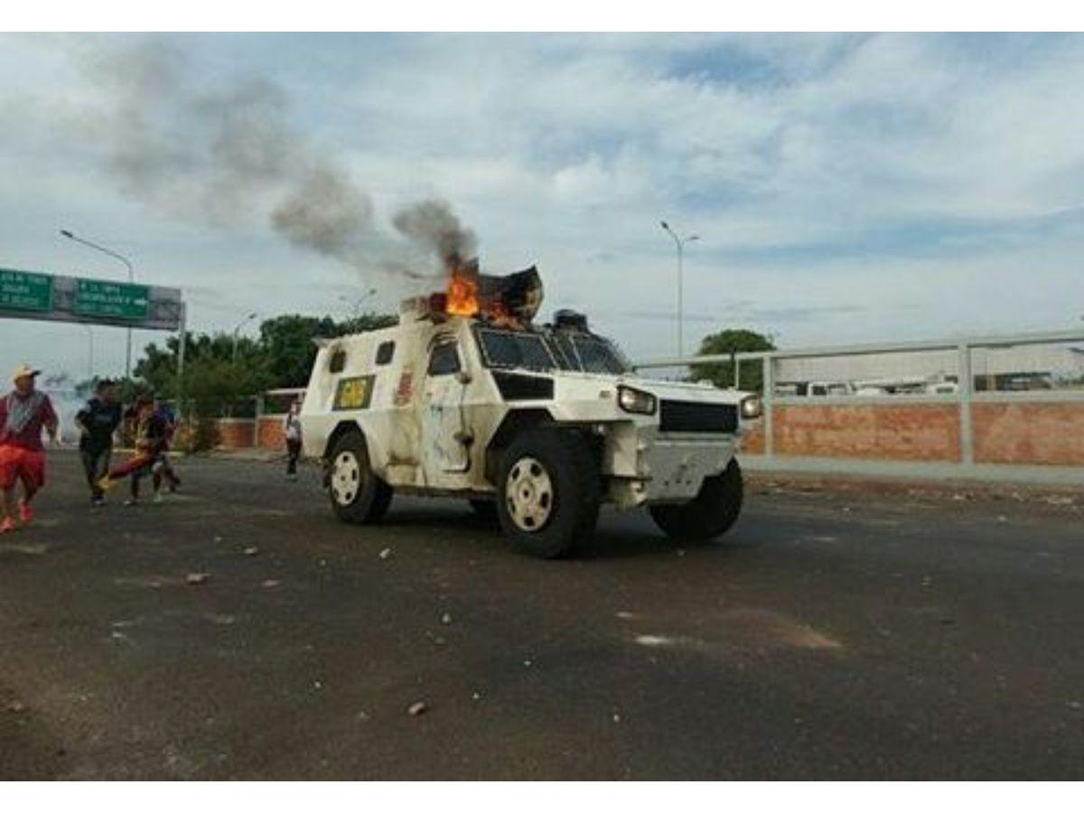 Reportan tanqueta de la GNB quemada en Amparo, Maracaibo