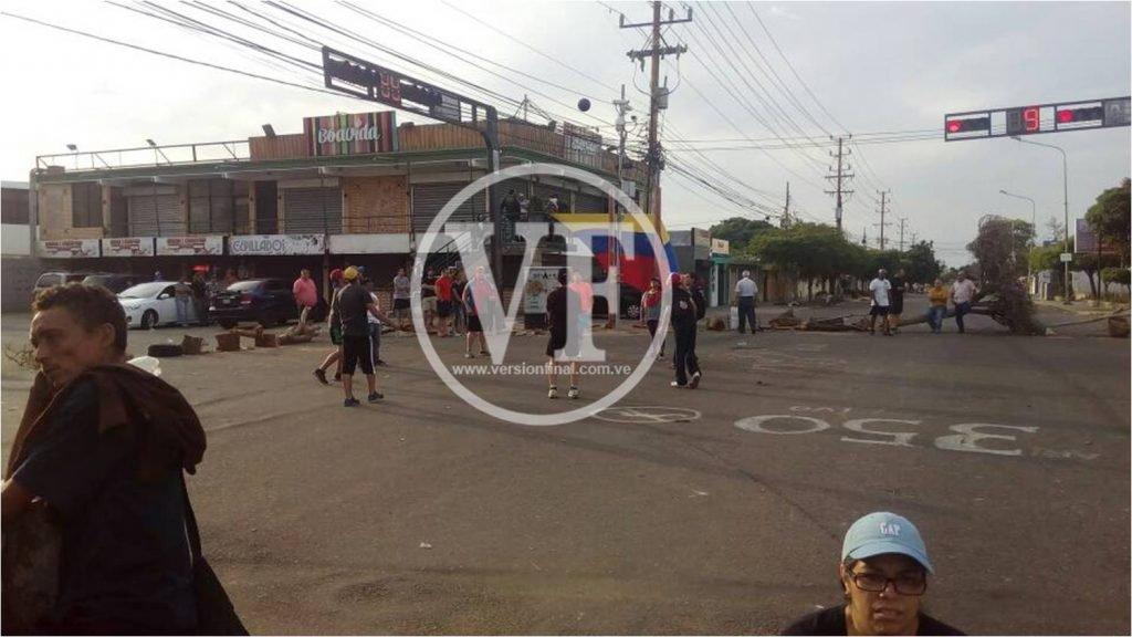 """""""Trancazo"""" opositor paralizó Maracaibo por más de 10 horas este lunes"""