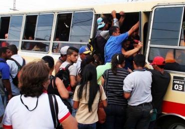 Ministro de transporte descartó aumento del pasaje urbano a partir del lunes