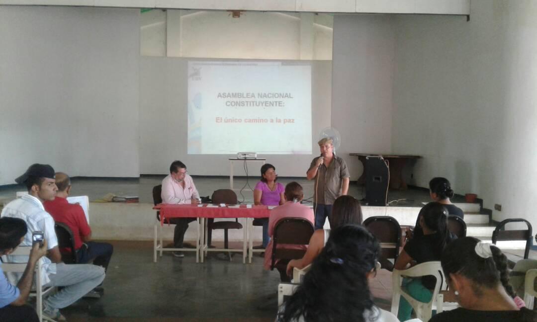 UBV y Periodistas debatieron sobre la Constituyente en la comunidad del Hornito
