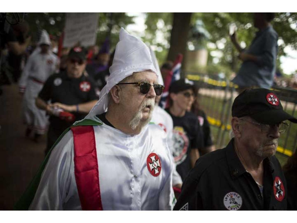 Una ciudad de EE UU vive una marcha del Ku Klux Klan