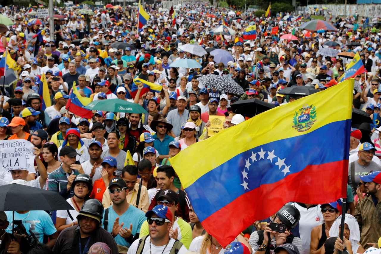 2017-07-01T195913Z_159846494_RC19663AE410_RTRMADP_3_VENEZUELA-POLITICS.jpg