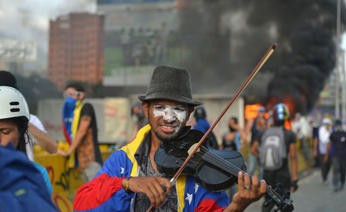 Violinista-Wuilly-Arteaga-Protestas.jpg