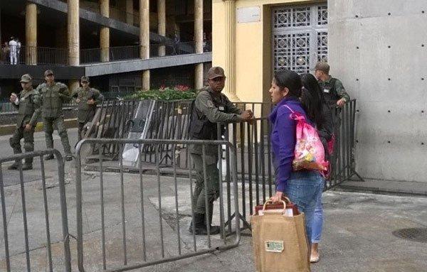 GNB-tomó-los-acceso-al-parlamento.jpg