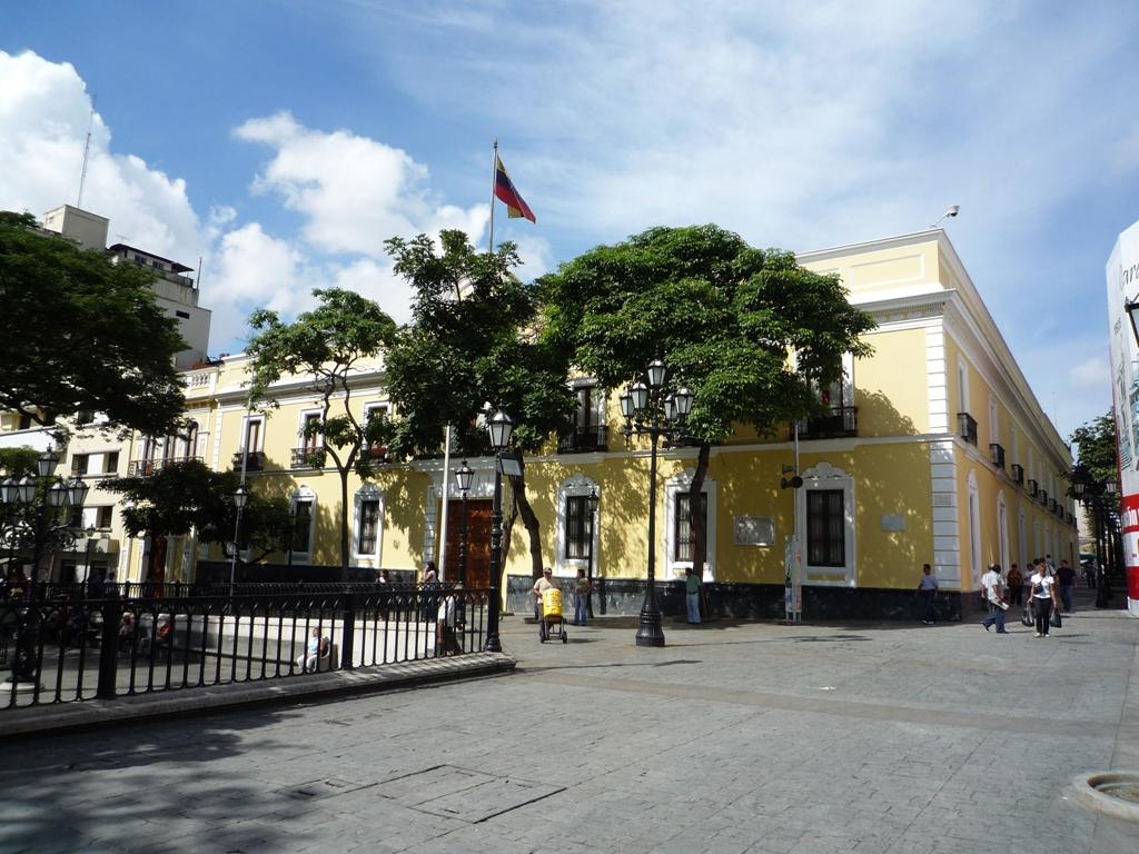 La-Casa-Amarilla-de-Caracas.jpg