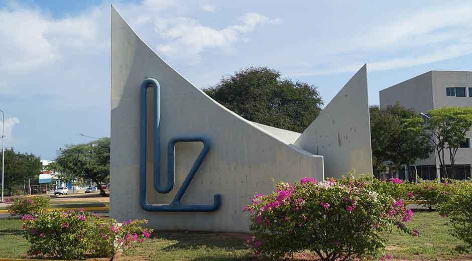 Monumento_LUZ_Universidad_del_Zulia.jpg