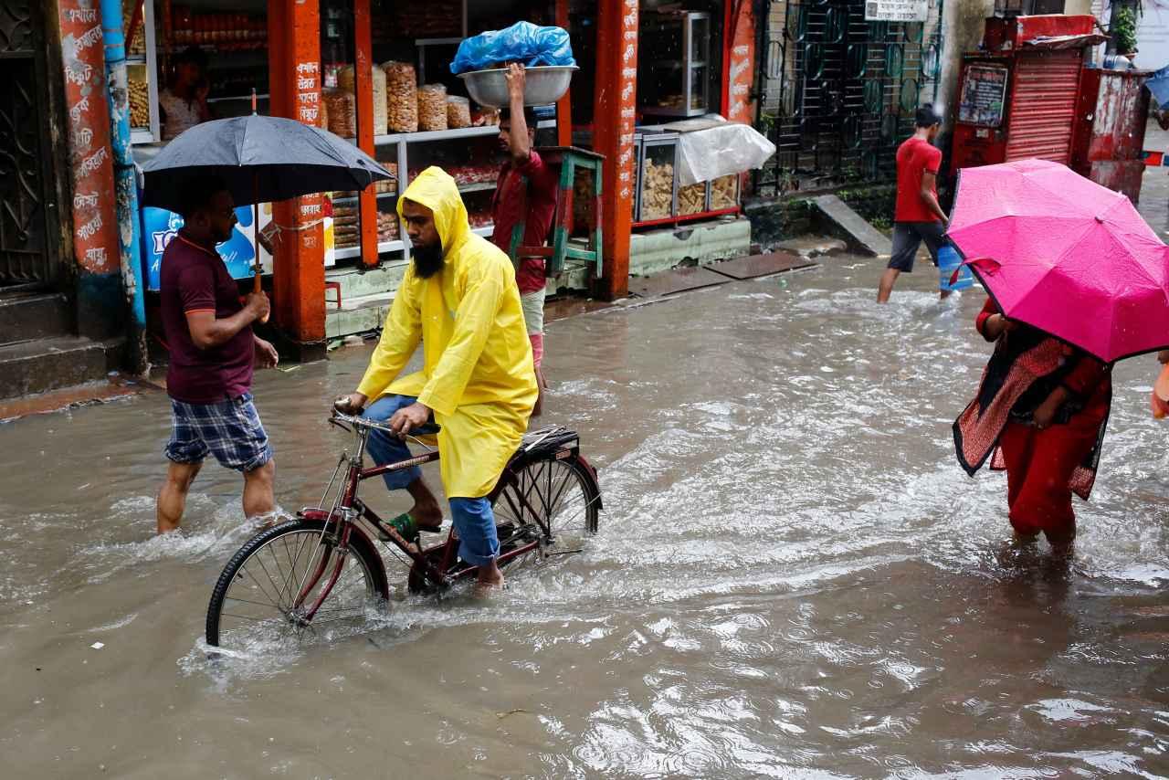 Al menos 14 muertos y más de 125.000 evacuados tras inundaciones en Bangladesh (+fotos)