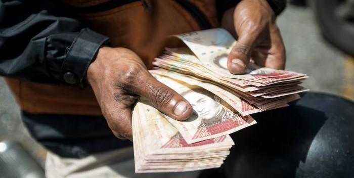 pacas-de-billetes-de-100-2-700×352.jpg