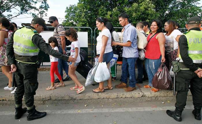El drama de los 25.000 venezolanos que a diario entran caminando a Colombia