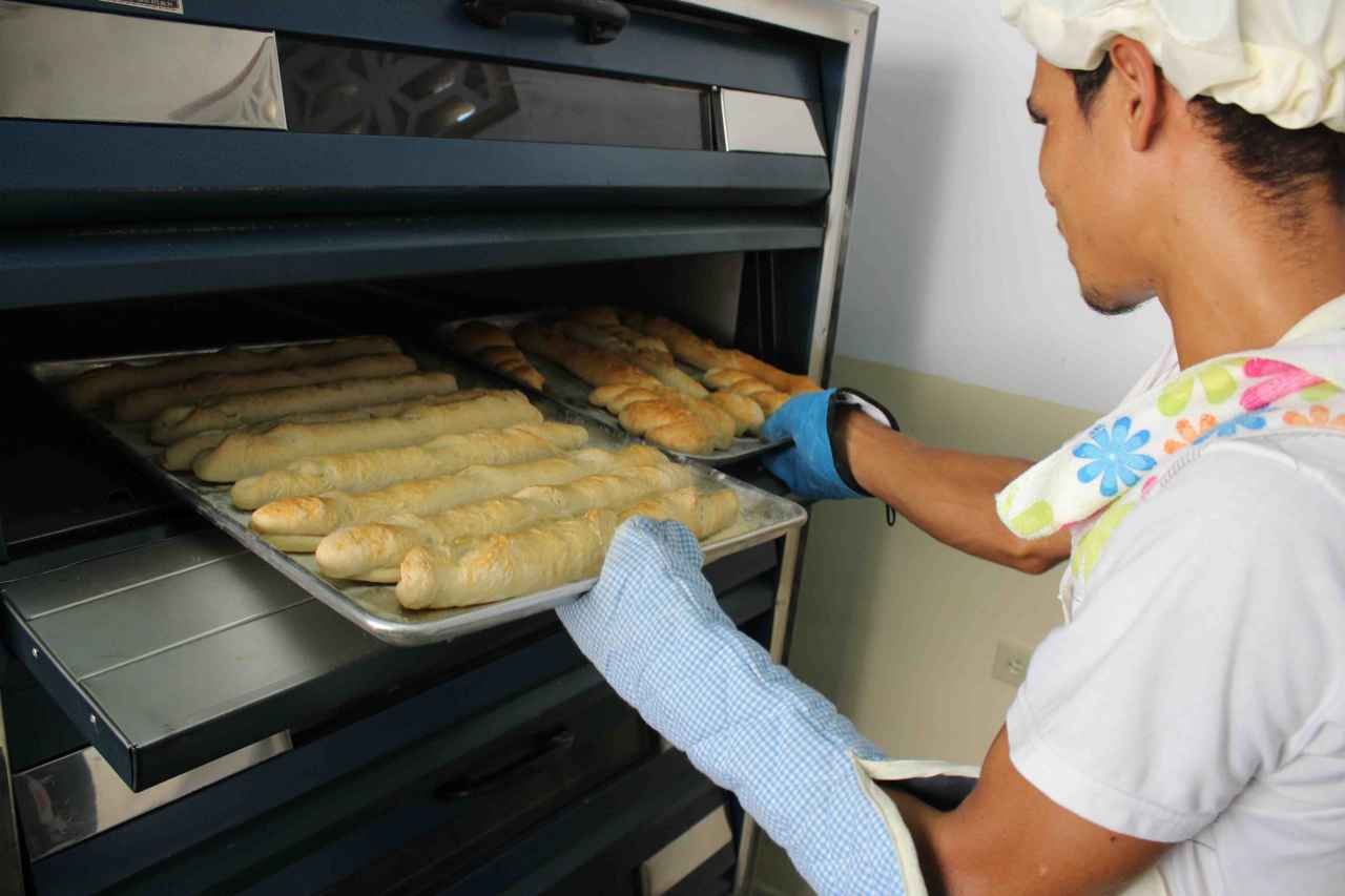 capriles-20161018-Entrega-de-Panificadora-Panaderia-Panaquire-Barlovento-AM-4.jpg