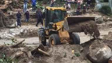 maquinarias-despejando-los-escombros-e1503623519186.jpg