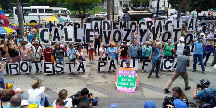 Protesta-oposición-en-Parque-Cristal-800×450-700×352.jpg