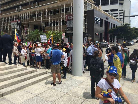 Protesta-exiliados-venezolanos-en-Miami-Goldman.jpg