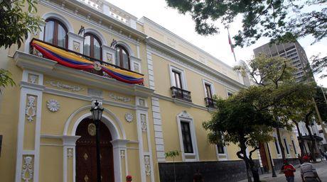 Amarilla-Cancilleria-Venezuela.jpg