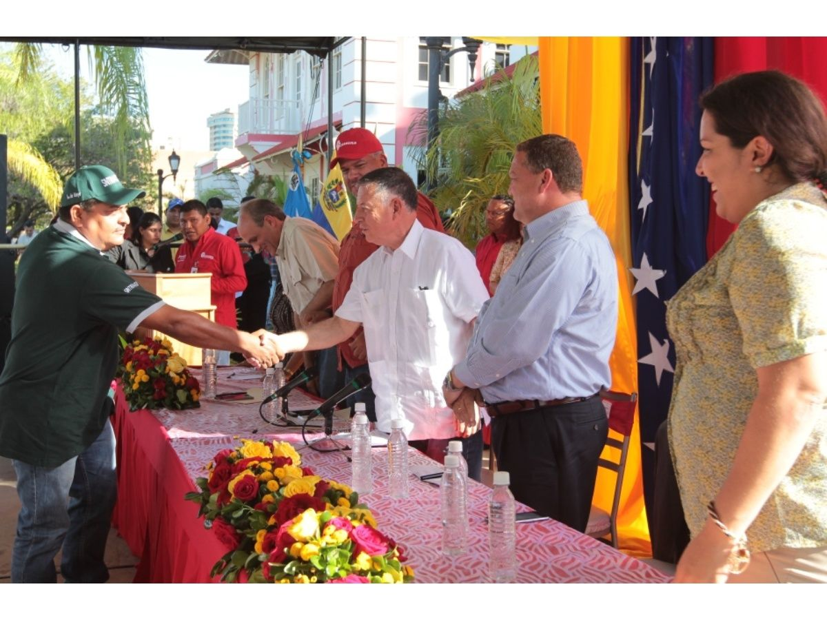 asamblea_con_los_trabajadores_de_carbozulia_e_inversionistas_17-08-07_x4x.jpg_271325807.jpg