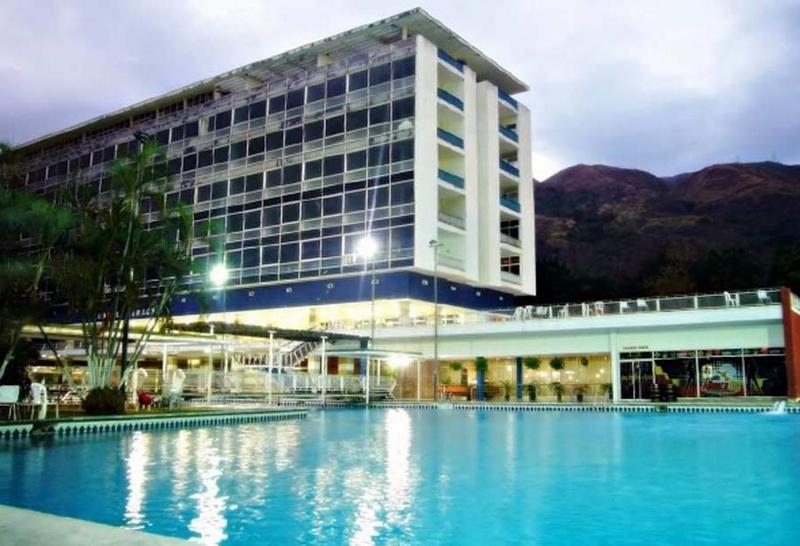 Maduro reinaugura Hotel Maracay (800x546)