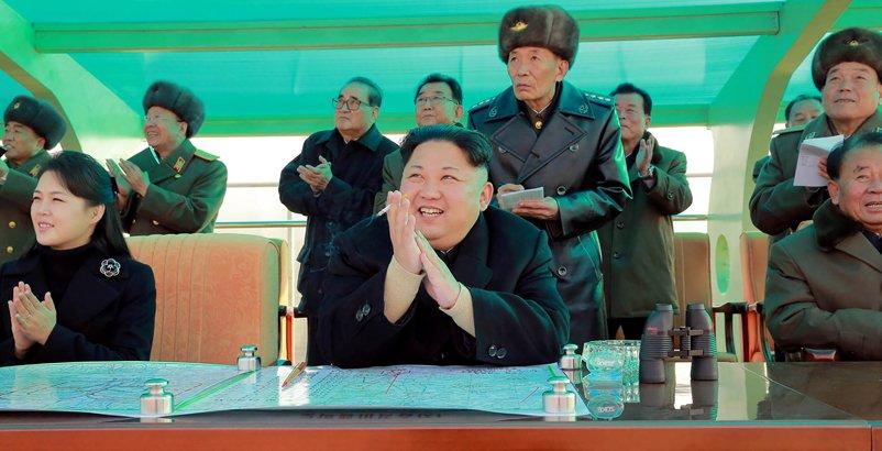 Corea-del-Norte-Kim-Jong-Un-y-su-esposa-Version-Final.jpg