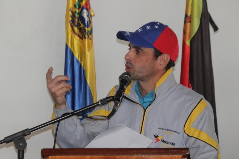 """Capriles considera que Gobierno asiste a negociación porque tiene """"el sol en la espalda"""""""