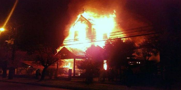 Iglesias-chilenas-quemadas.jpg