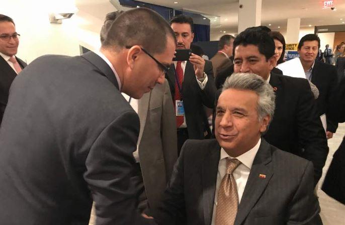 Arreaza sostuvo breve encuentro con el presidente de Ecuador