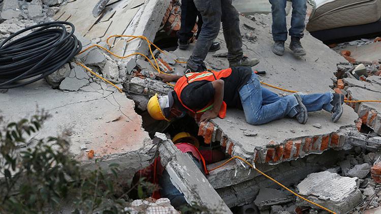 Desgarradoras imágenes del rescate de los niños atrapados en un colegio derrumbado por el terremoto (Video)