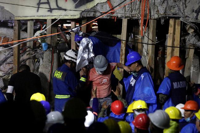"""En tela de juicio televisión mexicana por el caso de """"Frida Sofía"""", la niña que nunca estuvo bajo escombros del colegio Rébsamen"""