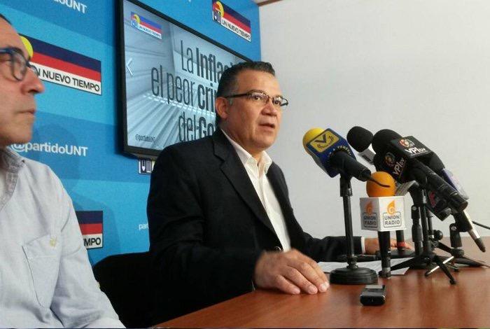 Enrique Márquez: El Gobierno debe dejar la confrontación de micrófonos en el proceso de negociación