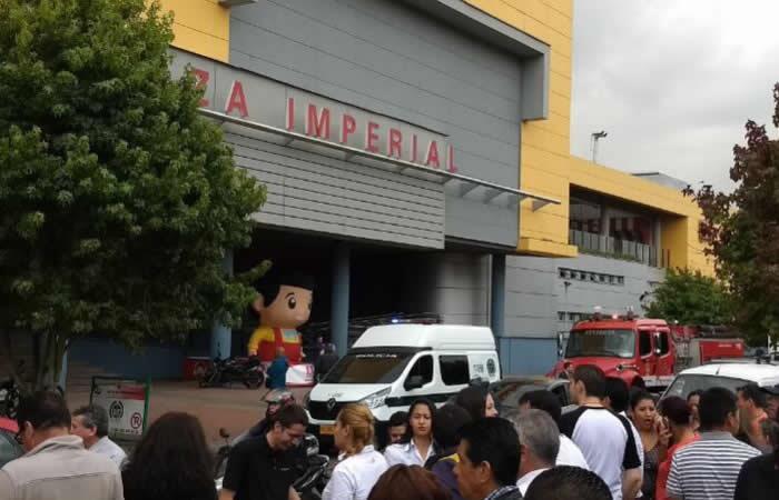 evacuan-cc-plaza-imperial-por-amenaza-de-explosivos-570283.jpg