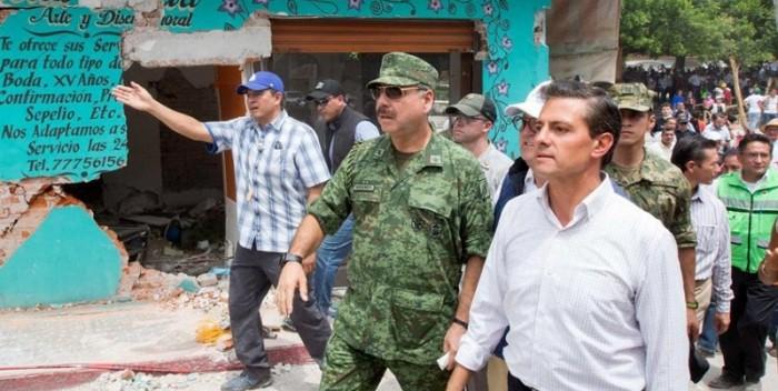 Peña-Nieto-recorre-zonas-afectadas-por-terremoto-800×738-700×352.jpg