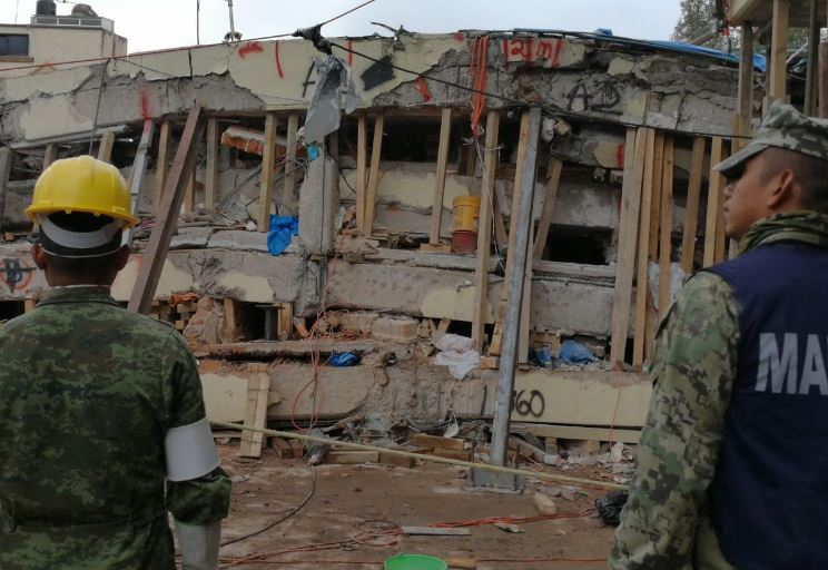 """Autoridades descartan la existencia de """"Frida Sofia"""", la niña buscada bajo los escombros en México"""