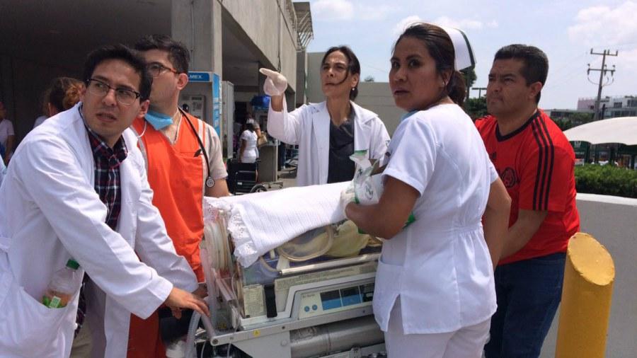 ¡Milagro de vida! Una mujer dio a luz en plena calle en el momento del terremoto en México
