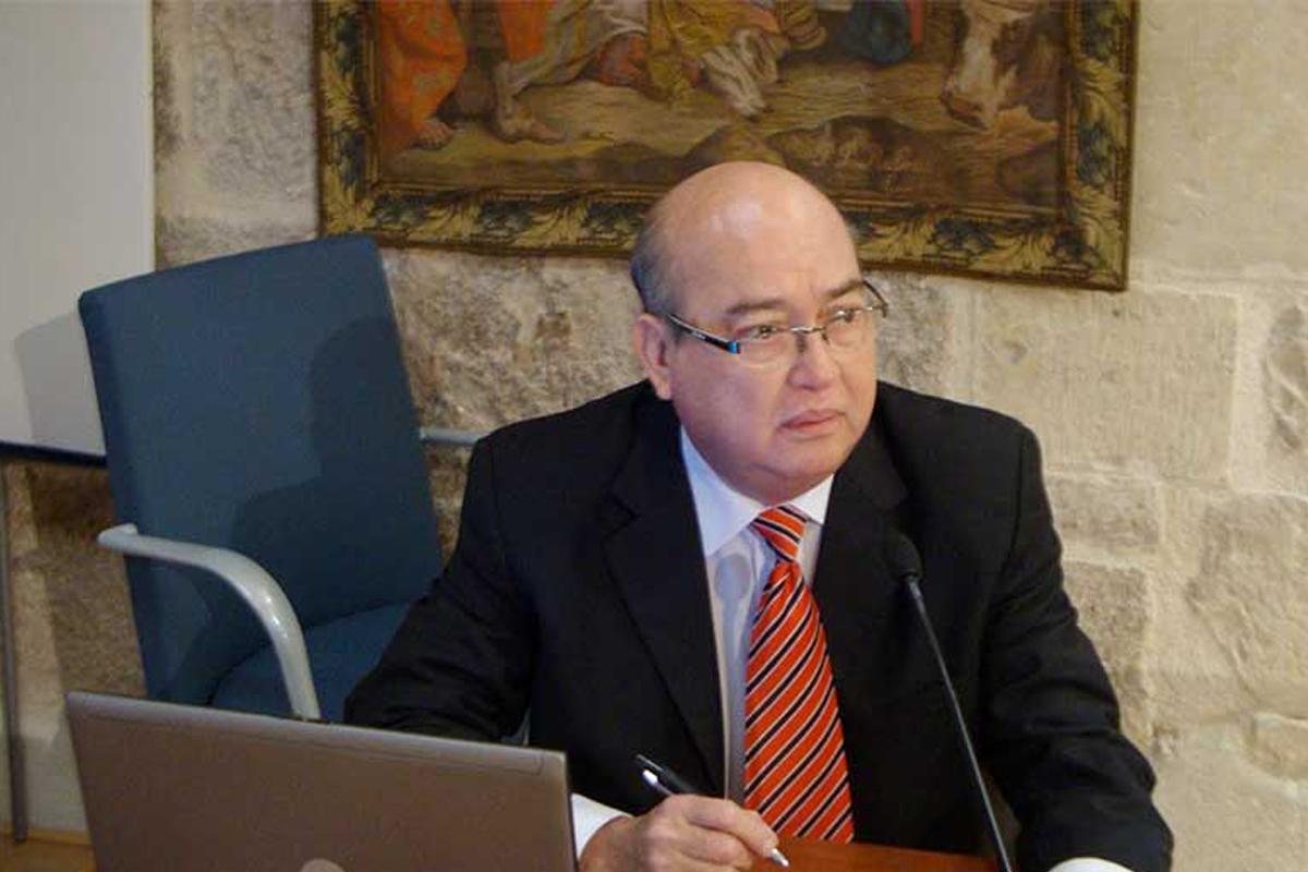 Carlos-Navarro.jpg