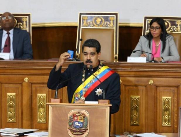 Nicolás Maduro llega al Palacio Federal Legislativo donde ofrecerá importantes anuncios