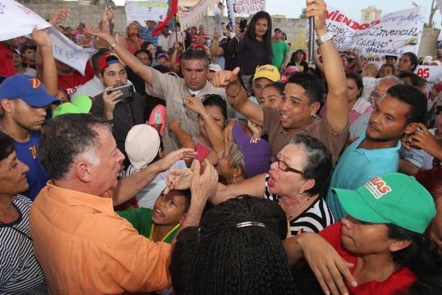 encuentro-arias-con-equipo-parroquial-chiquinquira-13-09-17-6-640×427.jpg