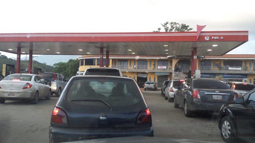 Reportan fallas en el sistema de distribución de gasolina en Caracas