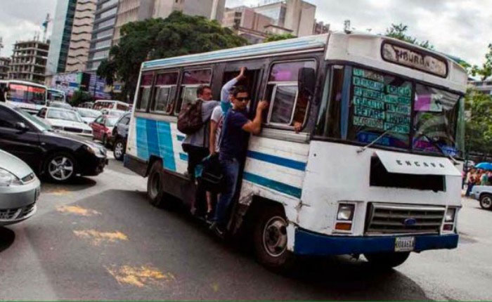 Transportistas de Caracas estudian aumento de 100% del pasaje urbano