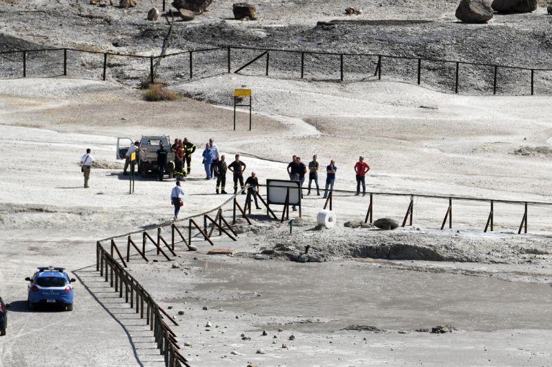 Un niño y sus padres mueren cuando intentaban rescatarlo de zona restringida en un volcán en Italia