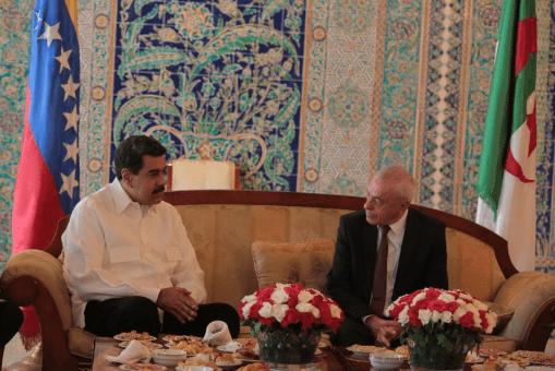 Nicolás Maduro termina su visita en Argelia